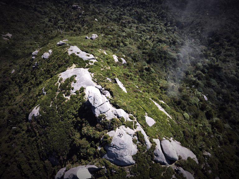 ドローンで撮影した黒味岳